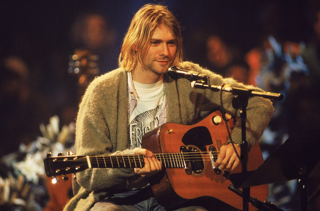 Nirvana performs on MTV's Unplugged