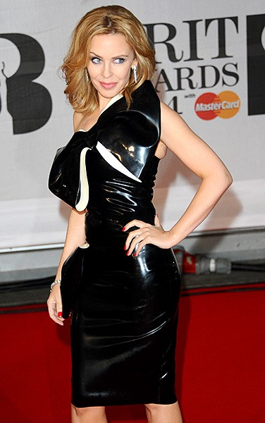 kylie-minogue-2-brit-awards-red-carpet-2014-600