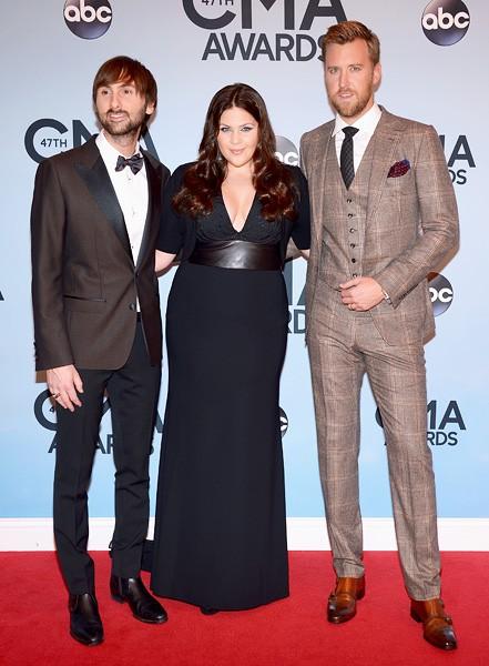 lady-antebellum-cma-awards-red-carpet-2013-600