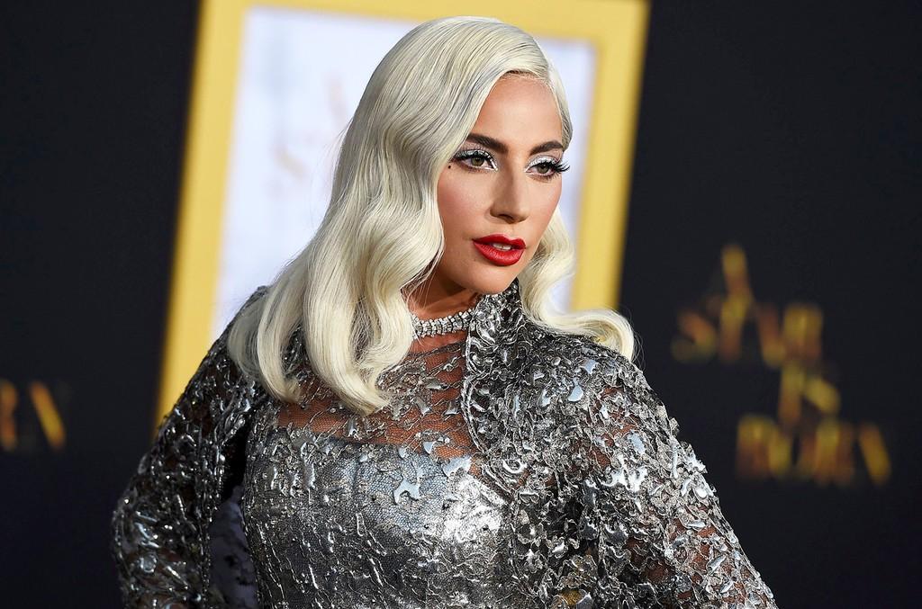 lady-gaga-asib-silver-billboard-2018-1548-1024x677.jpg
