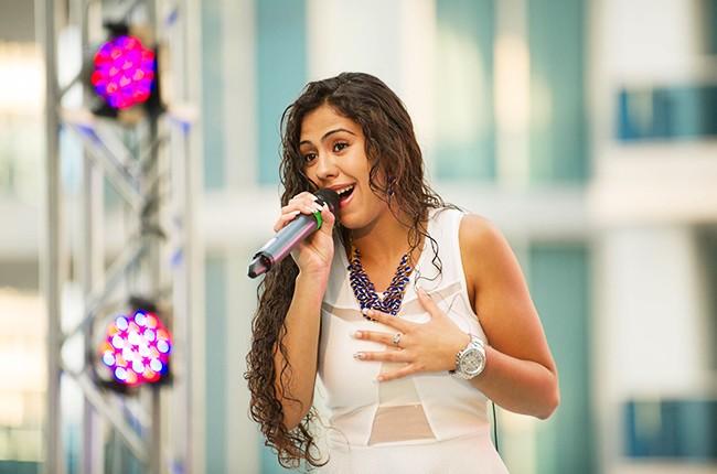 Chantel Collado performs at the Mas Y Mas Musica Showcase