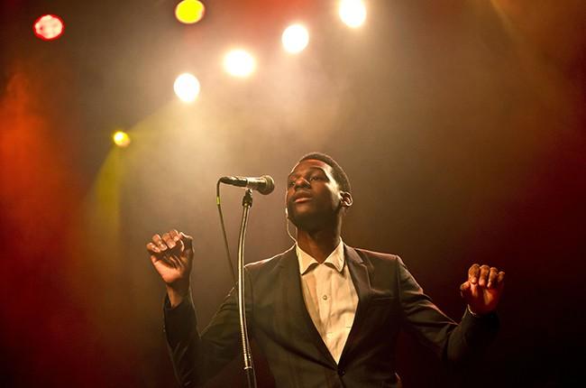 Leon Bridges performs in Berlin