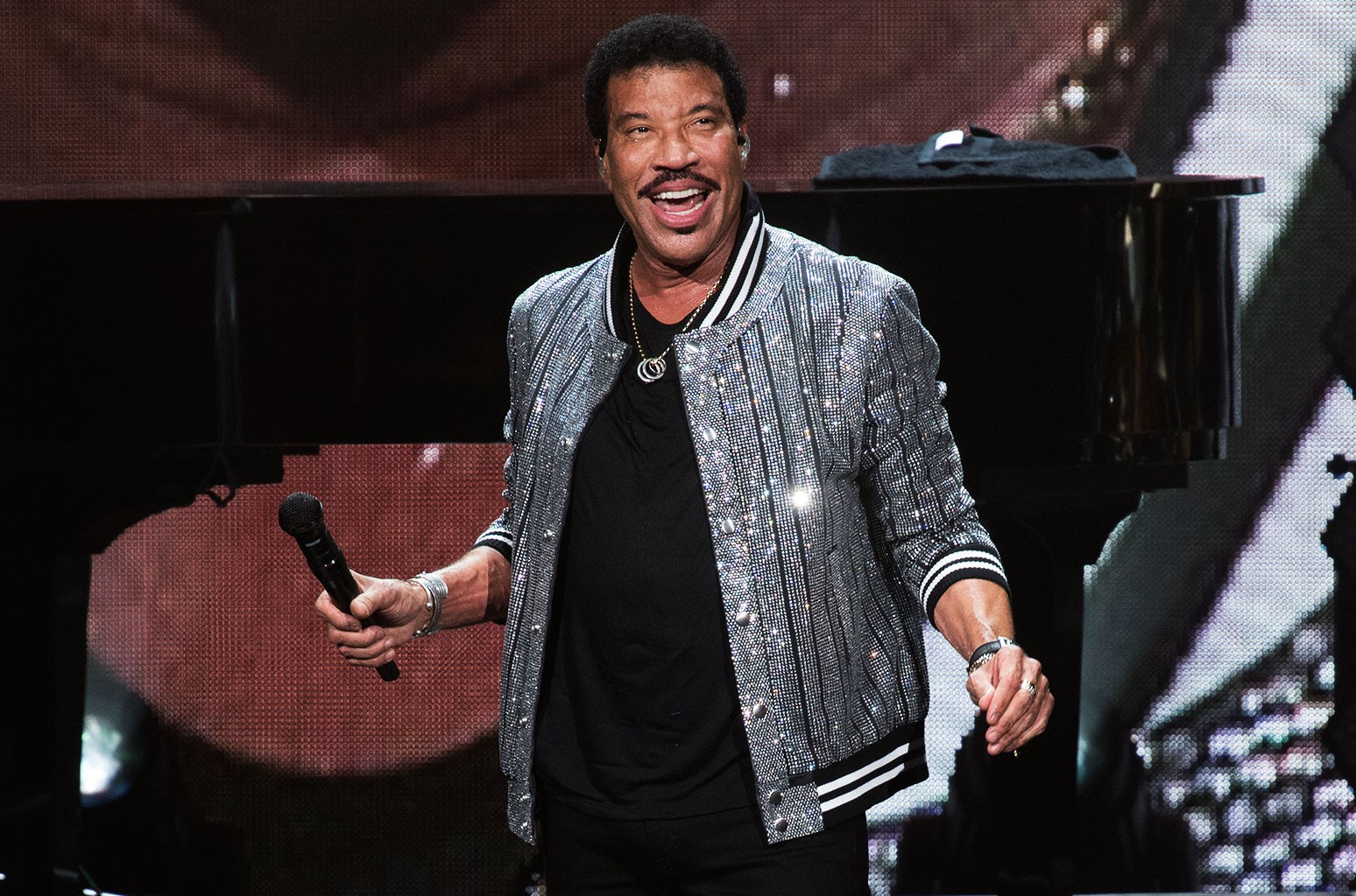 lionel richie at the hollywood bowl 45 years on he played the hits all night long billboard lionel richie at the hollywood bowl 45