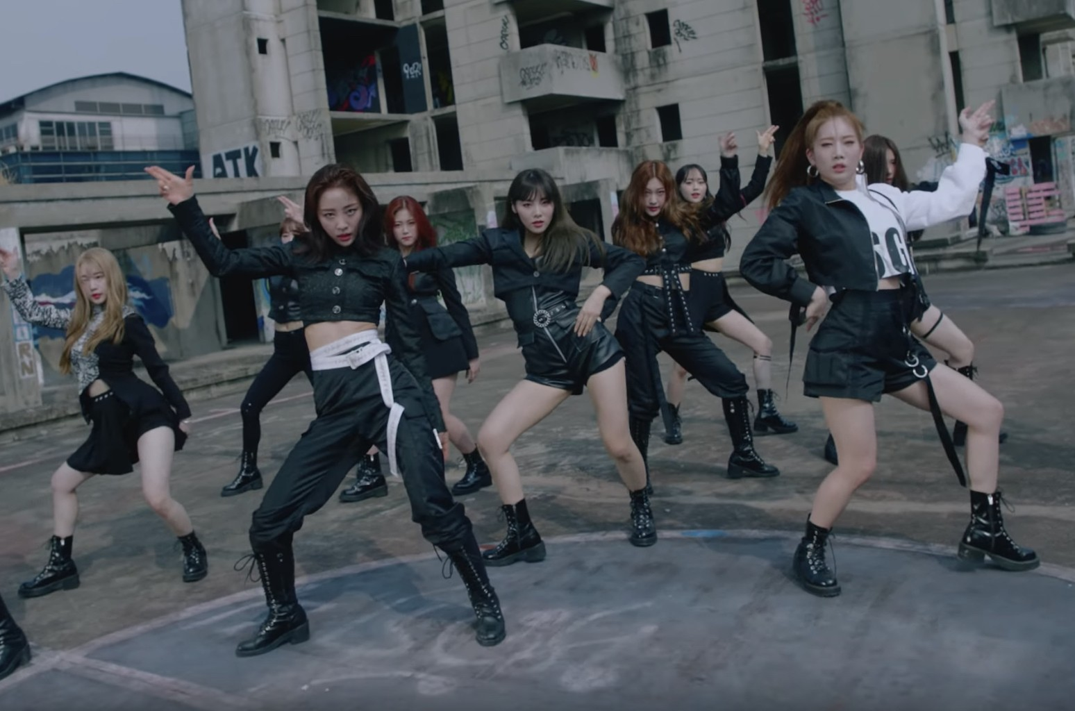 LOONA 'So What' music video