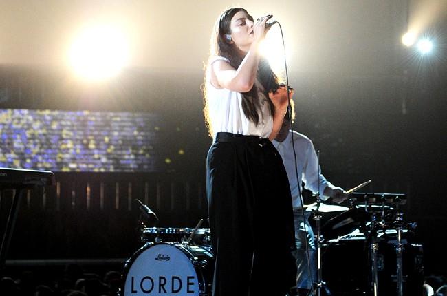lorde-4-grammys-2014-show-650-430