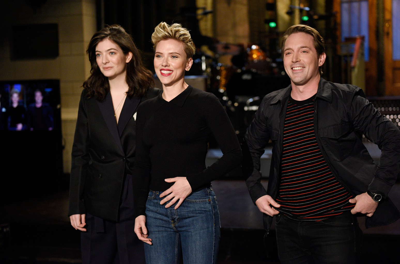 Musical guest Lorde, host Scarlett Johansson, and Beck Bennett pose in Studio 8H on March 9, 2017.