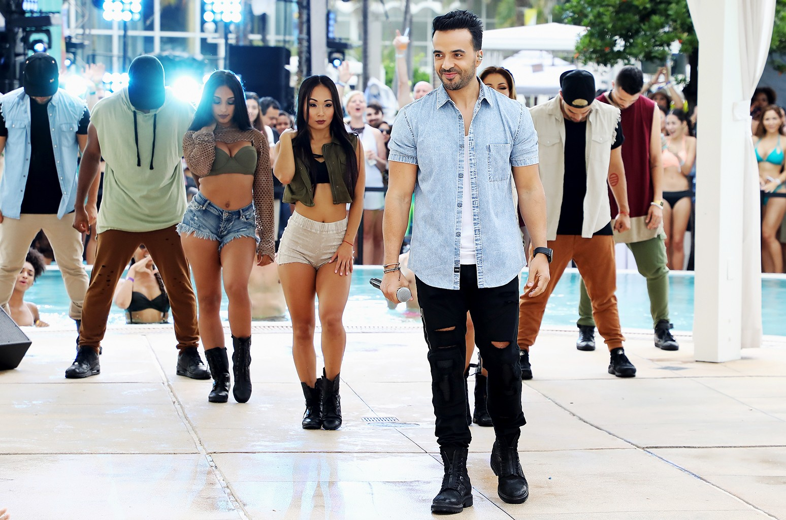 Luis Fonsi performs at the iHeartSummer '17 Weekend By AT&T, Day 1 at Fontainebleau Miami Beach on June 9, 2017 in Miami Beach, Fla.