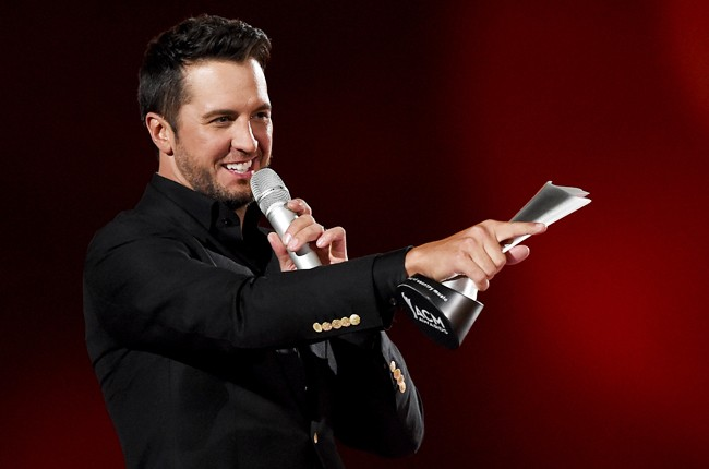 luke bryan wins acm award 2015