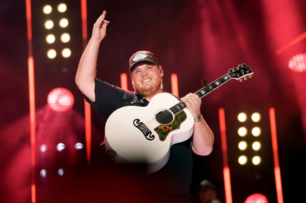 Luke Combs Adds Dates To 2020 What You See Is What You Get Tour See The New Cities Billboard