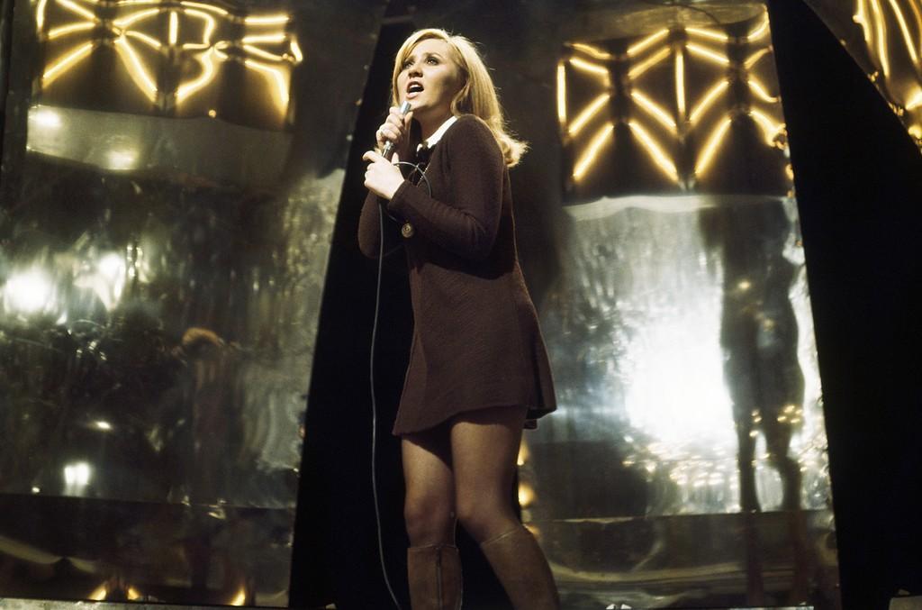 Lulu performs in 1974.