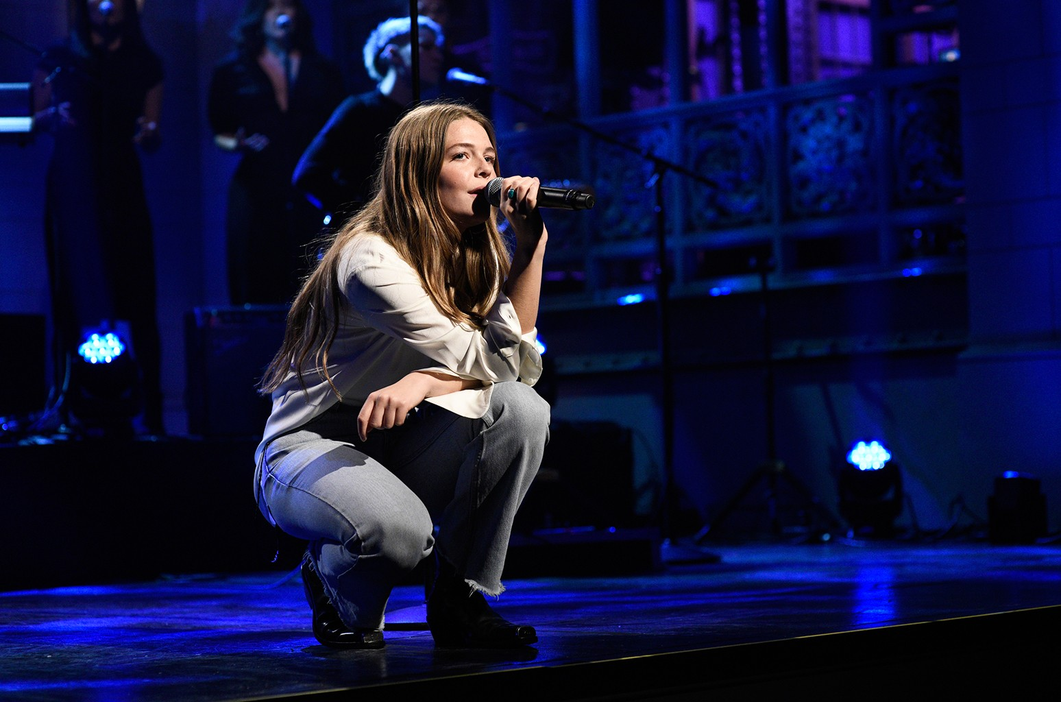 Maggie Rogers Soars On Snl With Light On And Fallingwater Watch Billboard