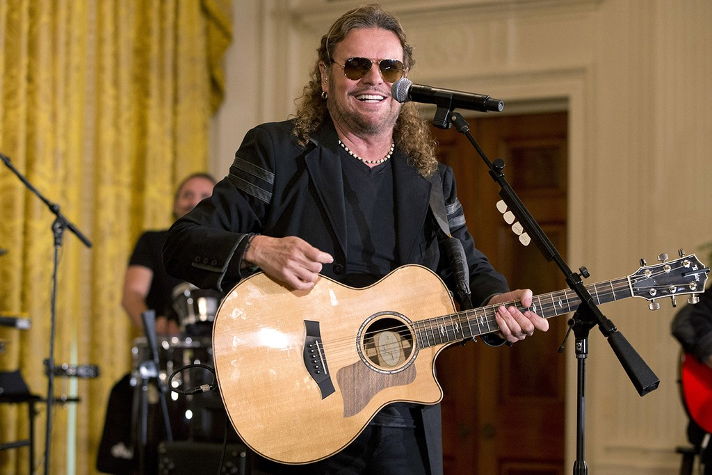 Mana performs at the white house