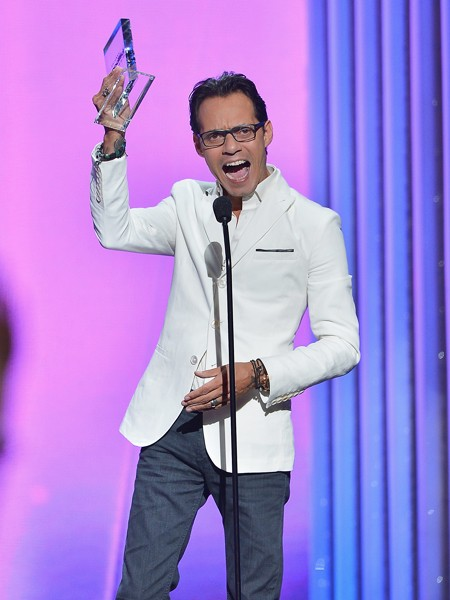 Marc Anthony accepts award at the 2015 Billboard Latin Music Awards