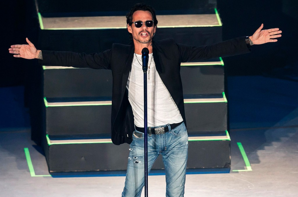 Marc Anthony performs during a show at Auditorio Nacional on May 9, 2017 in Mexico City, Mexico.
