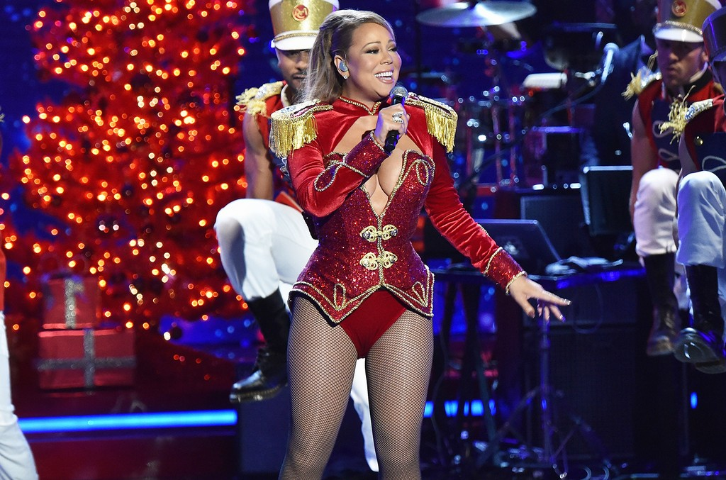 Mariah Carey performs during 2016 VH1's Divas Holiday: Unsilent Night