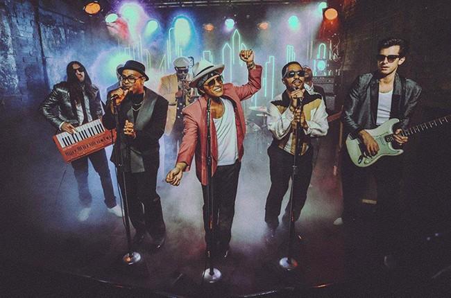 mark-ronsom-bruno-mars-uptown-funk-video-2015-billboard-650