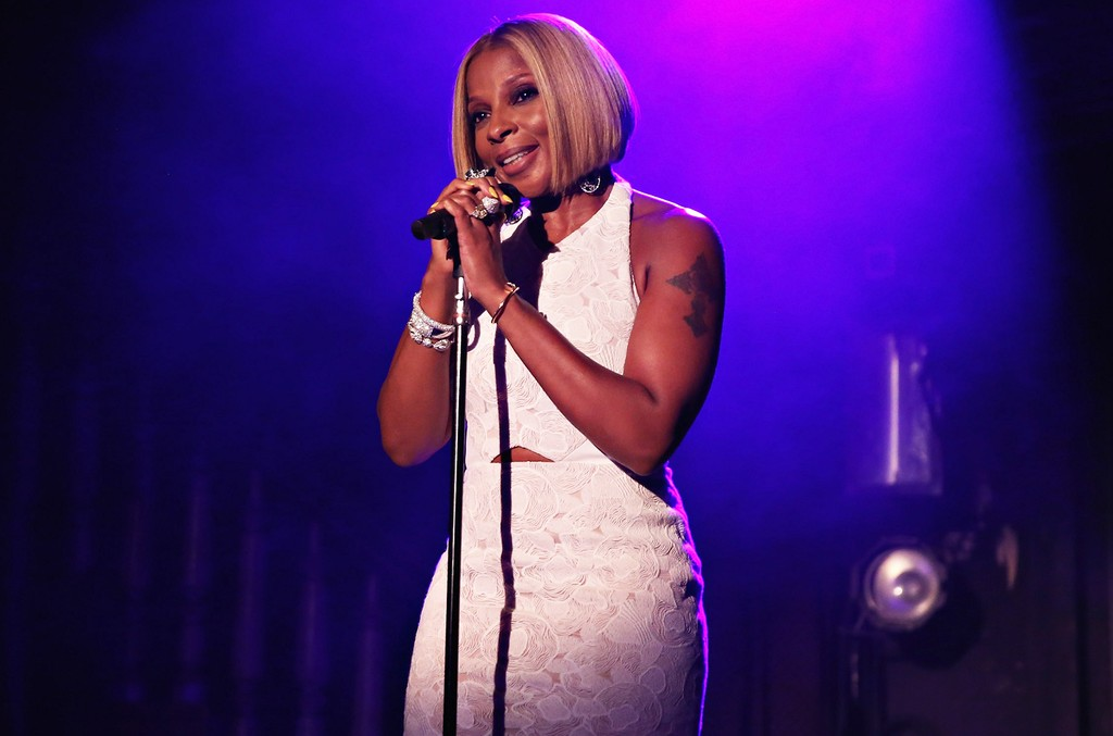 Mary J. Blige performs in 2015