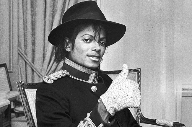 Michael Jackson giving the 'thumbs up