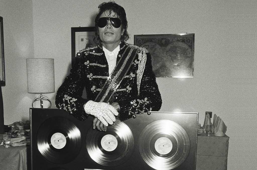 """Michael Jackson accepts a gold disc for """"Thriller"""""""