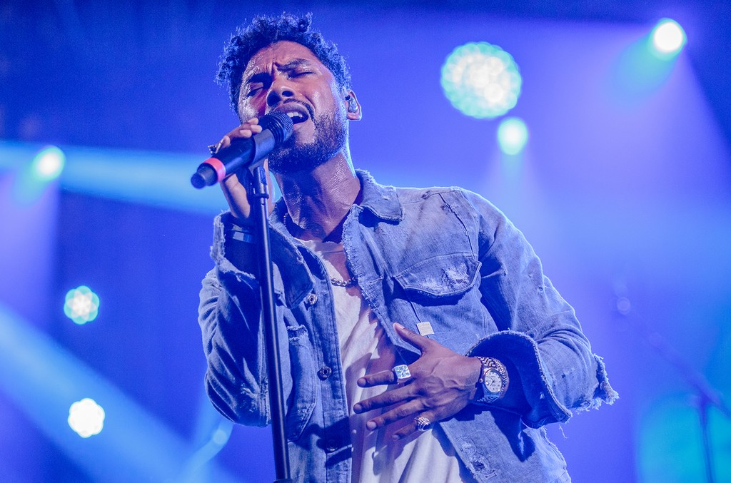 Miguel performs in 2016