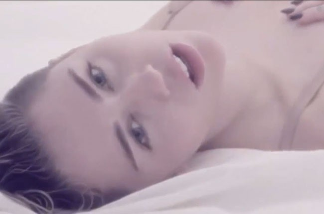 Miley Cyrus, Adore You video