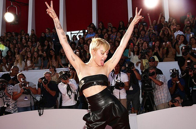 Miley Cyrus attends the 2014 MTV Video Music Awards Red Carpet Tounge