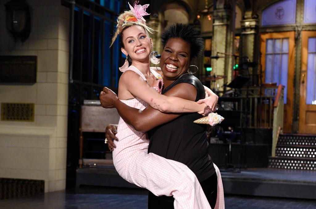 Miley Cyrus & Leslie Jones, 2015