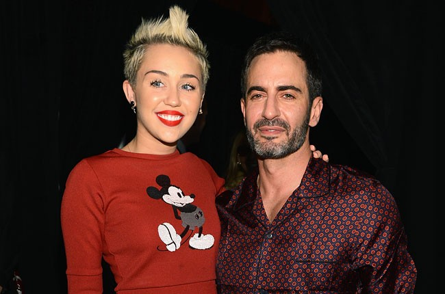 miley-cyrus-marc-jacobs-nyfw-fall-2013-650-430