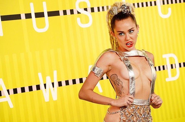 Miley Cyrus 2015 MTV Video Music Awards red capet