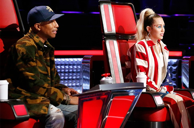 miley-cyrus-pharrell-the-voice-march-2016