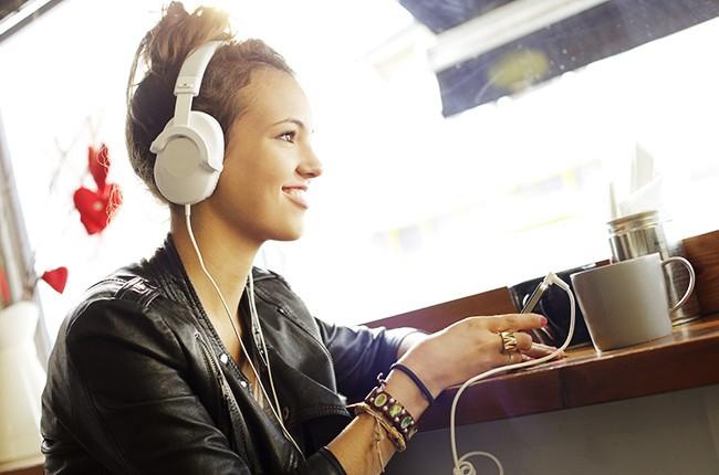 girl wearing head phones in coffee shop