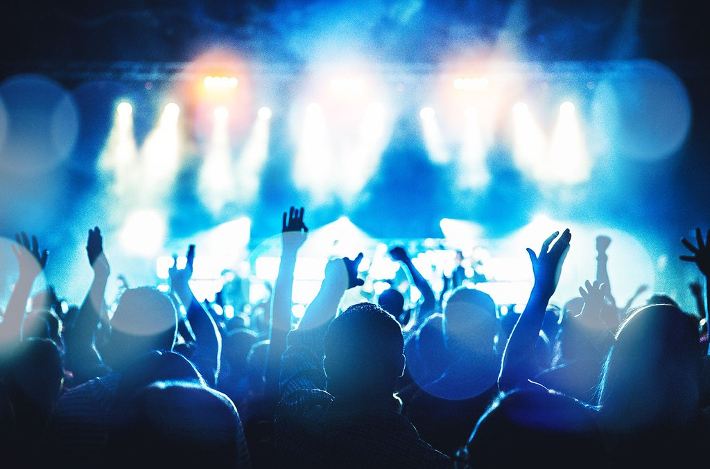 music-crowd-02-hands-atmosphere-u-2020-billboard-1548
