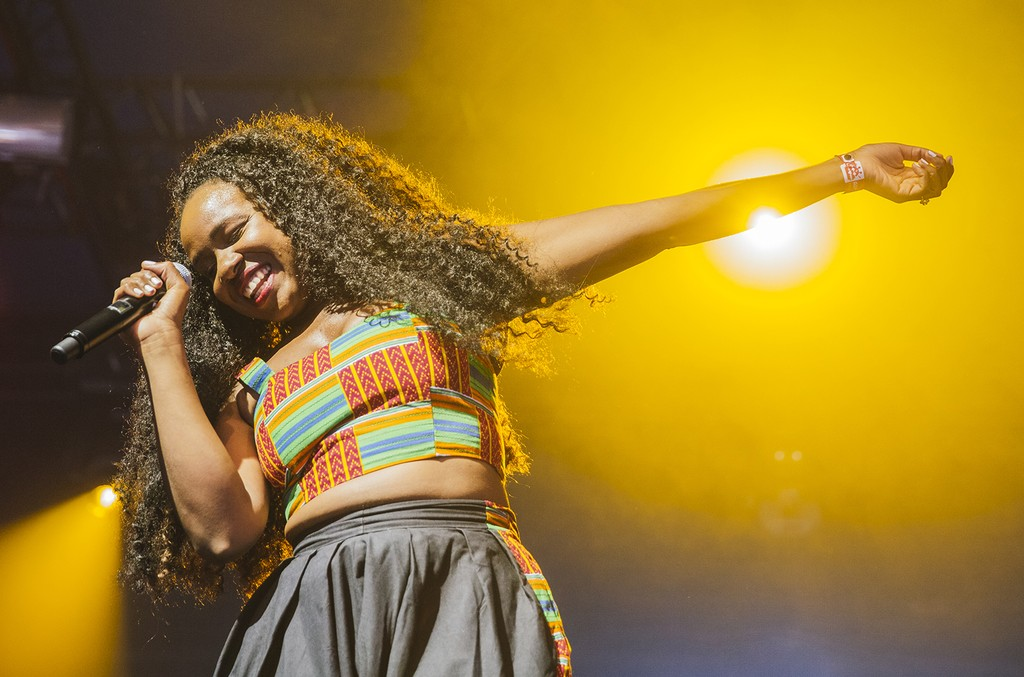 Nao performs in 2016