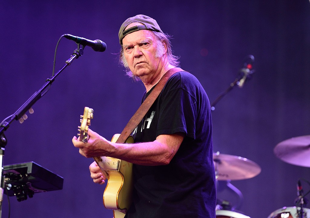 neil-young-2014-billboard-embed