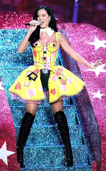 new-10nov2010-katy-perry-outrageous-fashion-600