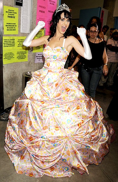 new-16oct2008-katy-perry-outrageous-fashion-600