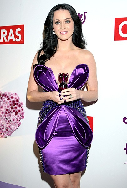 new-5feb2011-katy-perry-outrageous-fashion-600