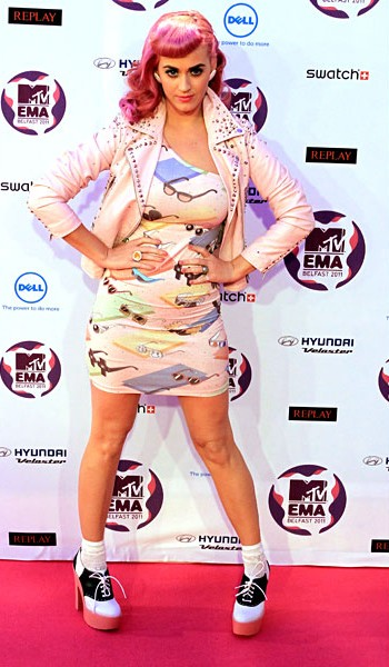 new-6nov2011-katy-perry-outrageous-fashion-600