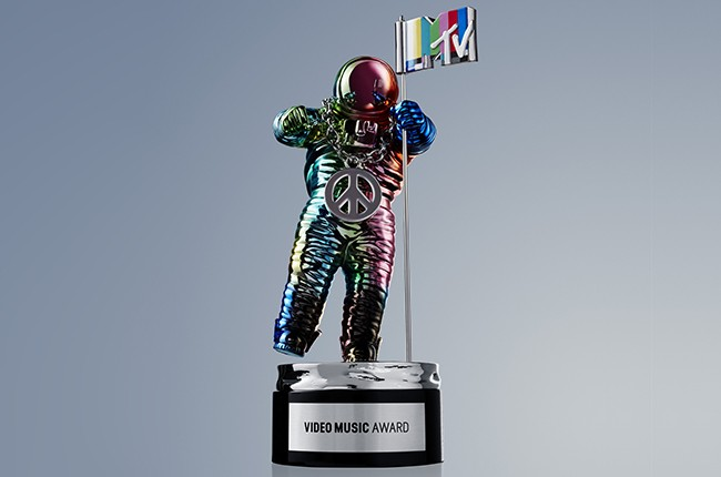 VMA Moonman 2015