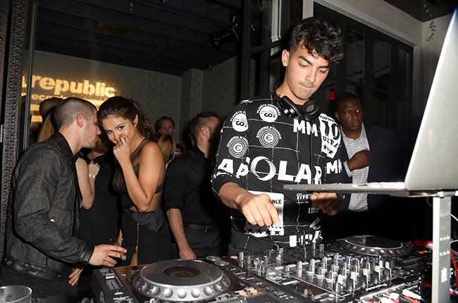 Nick Jonas, Selena Gomez Joe Jonas 2015