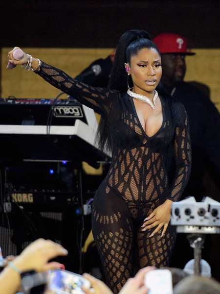 nicki-minaj-performance-super-bowl-2015-billboard-450
