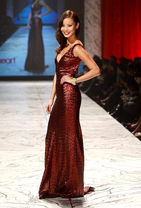 nyfw-fall-2013-red-dress-foundation-jamie-chung-430