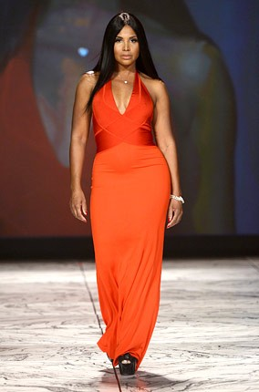 nyfw-fall-2013-red-dress-foundation-toni-braxton-430
