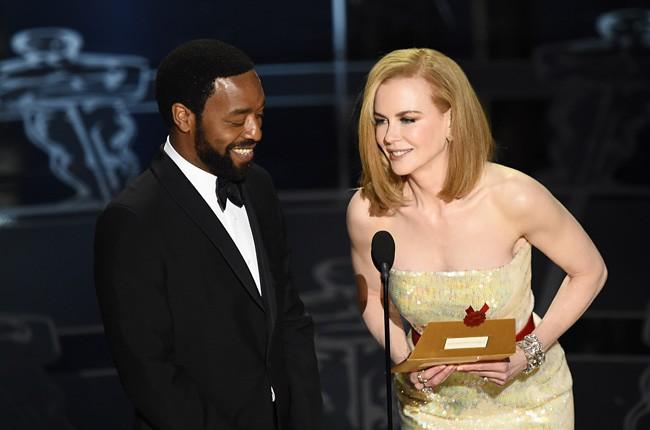 Chiwetel Ejiofor and Nicole Kidman present Oscars 2015