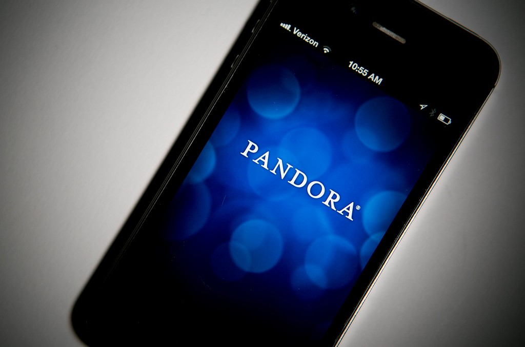 pandora-phone-2016-billboard-1548-a