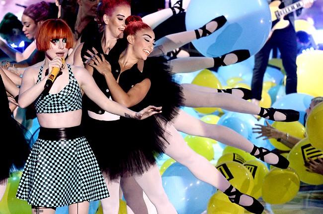 paramore-teen-choice-awards-2013-650-430