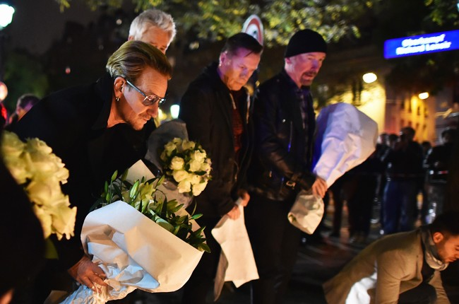 paris-attack-u2-bataclan-memorial-nov-2015