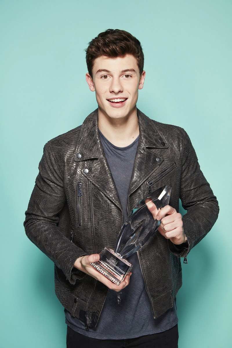 Shawn Mendes backstage at the People's Choice Awards