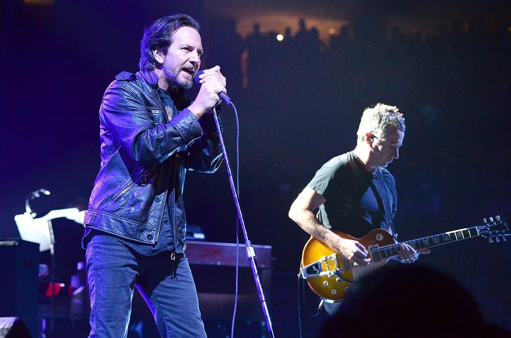 Eddie Vedder Pearl Jam 2016