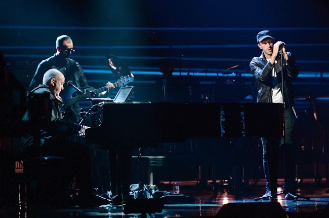 Peter Gabriel and Chris Martin perform at the 2014 Rock And Roll Hall Of Fame Induction Ceremony